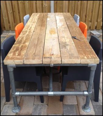 We maken onze meubels voor u op maat via het contactformulier kunt u
